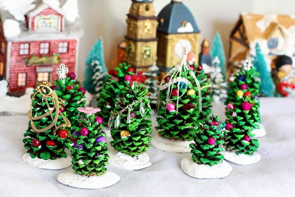 21 Best DIY Pine Cone Craft Ideas - Homemade Christmas Decorations